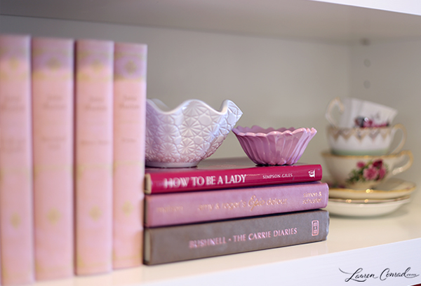 How to Decorate Your Bookshelves with Candles