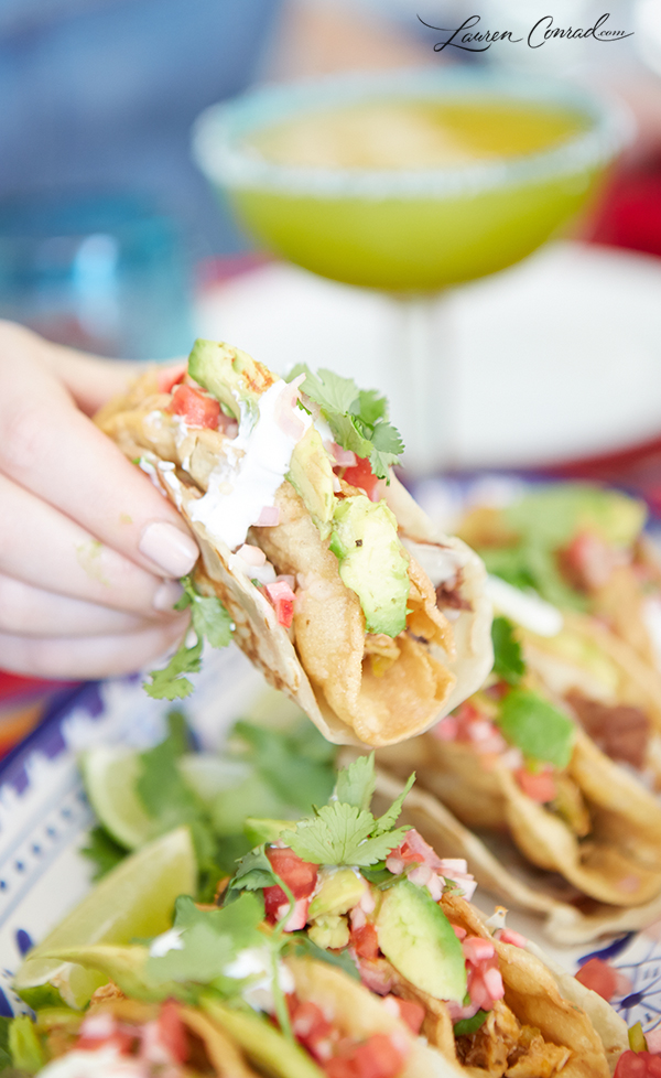 these green chili chicken double decker chicken tacos are crunchy