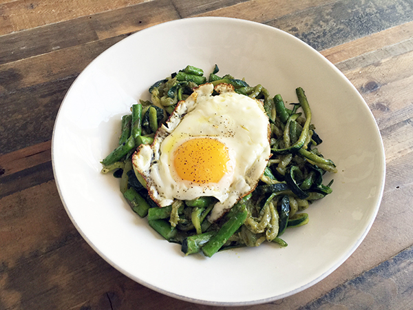 Fried egg and pesto zoodles!