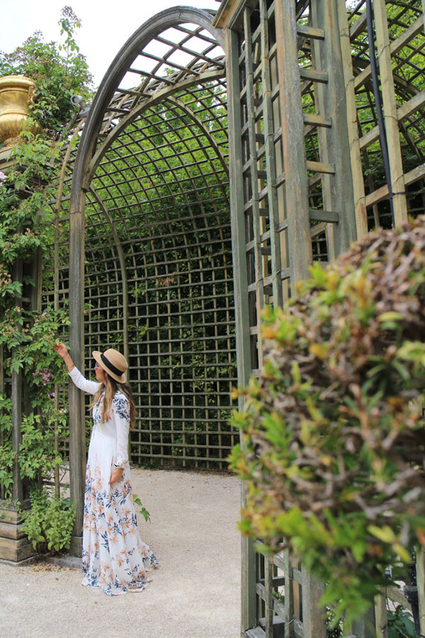 Our latest Chic strolls through the Gardens of Versailles in a gorgeous maxi!