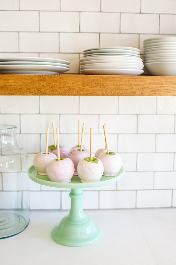 The prettiest {and yummiest!} pastel candy apples.
