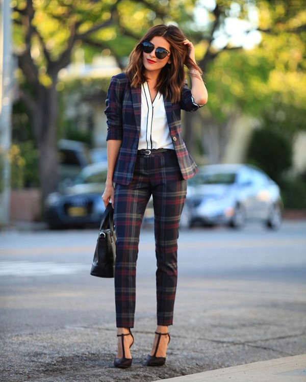 Pretty in pantsuits via Sazan.