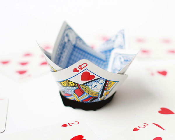 DIY Queen of Hearts card crown.