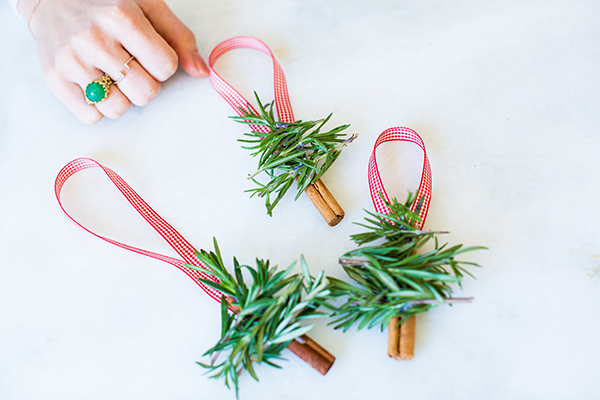 Christmas tree ornaments using cinnamon sticks by LaurenConrad.com