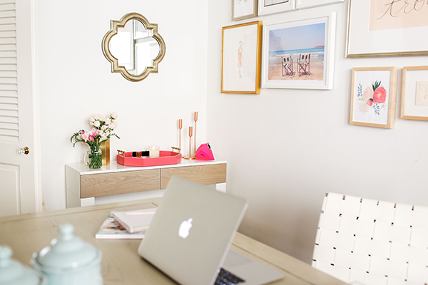 Work it chic and functional office d cor lauren conrad for Chic office ideas