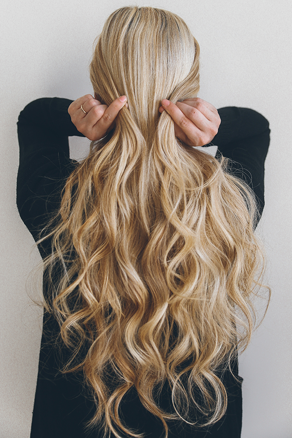 How to recreate Barefoot Blonde's pretty half-updo...