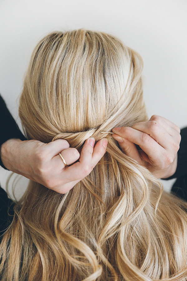 Barefoot Blonde is teaching us a thing or two about half-updos...