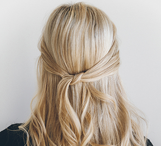 Hair how to the 1 minute knotted half updo lauren conrad solutioingenieria Images