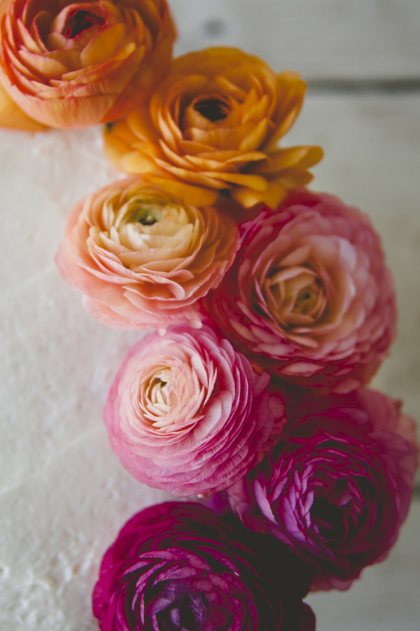 How to safely use ranunculus on top of cakes