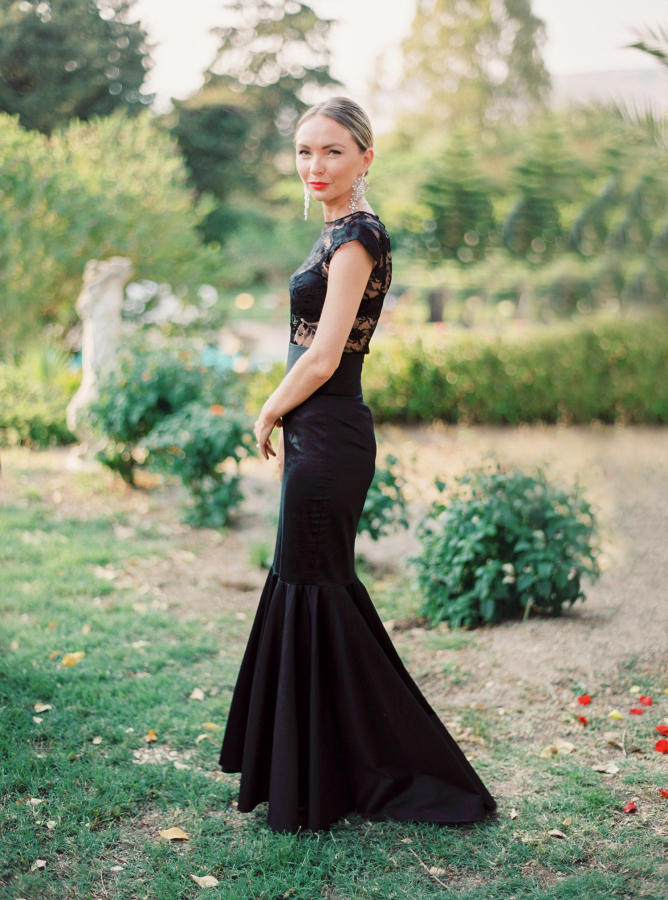 The biggest wedding trends of 2016: black-tie dress code in a laid-back setting