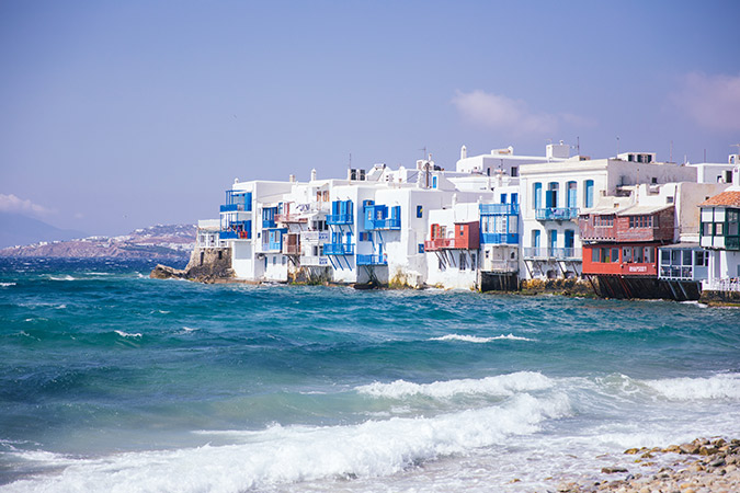 See this travel guide to Mykonos, Greece via the girls of finduslost