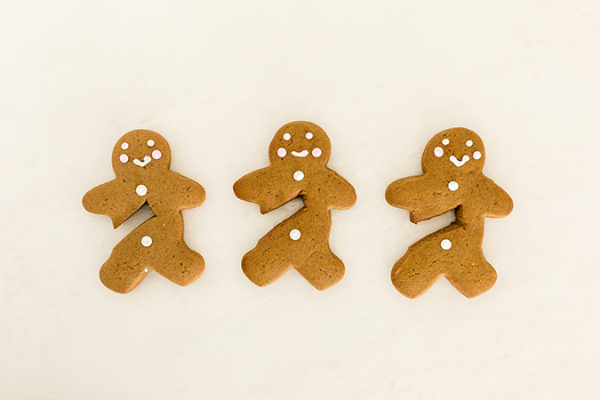 Gingerbread men for your hot cocoa mug