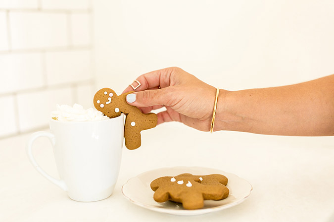 The cutest gingerbread men for your holiday hot cocoa