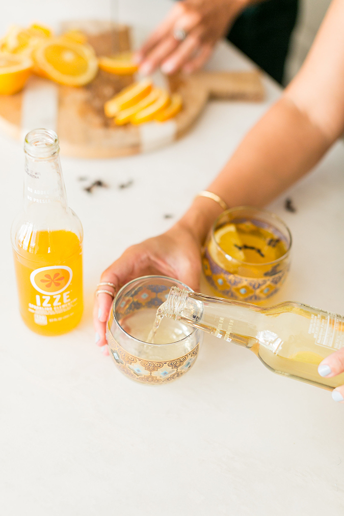 'tis the season to make this Holiday Citrus Gin Fizz Cocktail {made with @IZZEofficial Sparkling Juice}