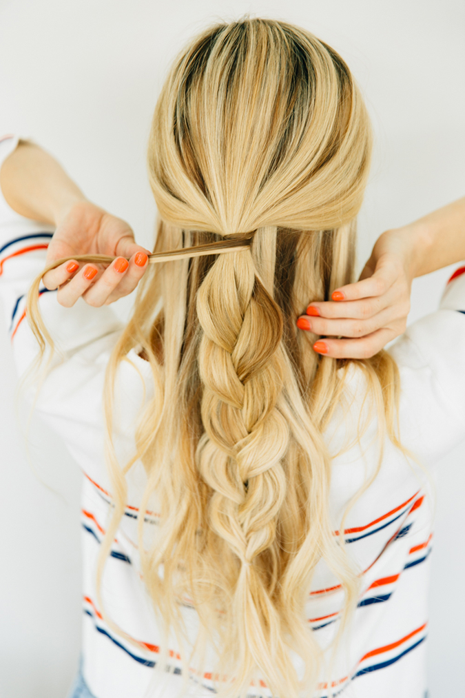 How to recreate Amber's half-up messy braid look
