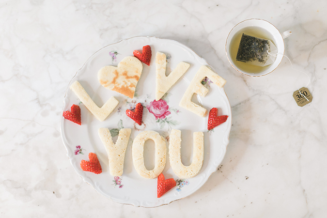 The perfect V-Day breakfast in bed