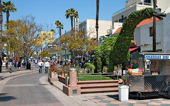 Santa Monica's Third Street Promenade Shopping Area | LaurenConrad.com Santa Monica City Guide