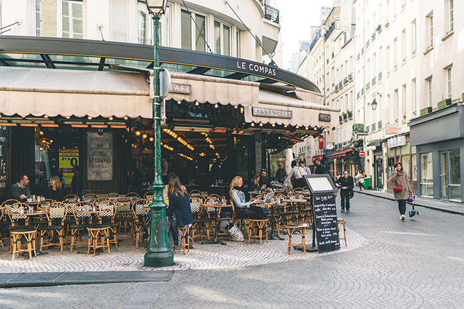outdoor dining in Paris