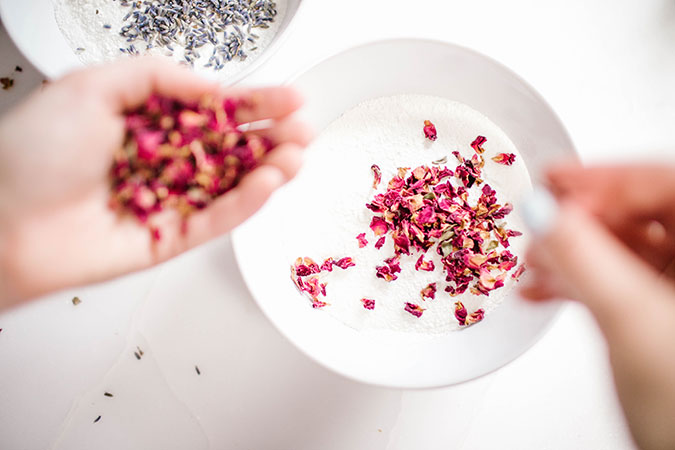 How to make rose and lavender bath bombs at home
