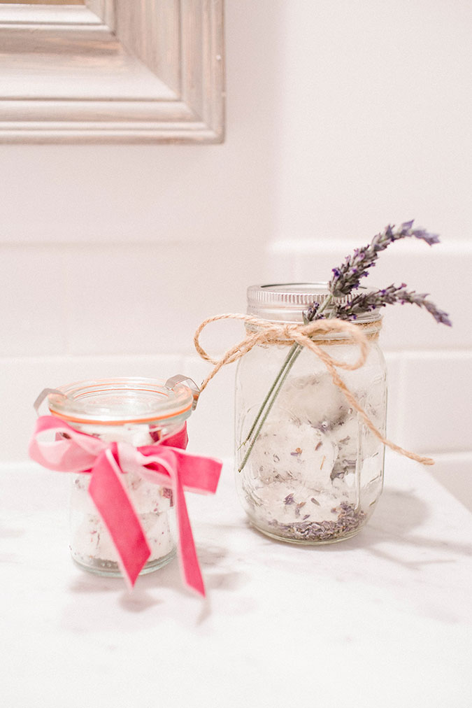 DIY Bath bombs made of rose and lavender