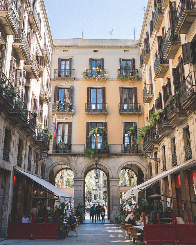 Barcelona courtyard via finduslost