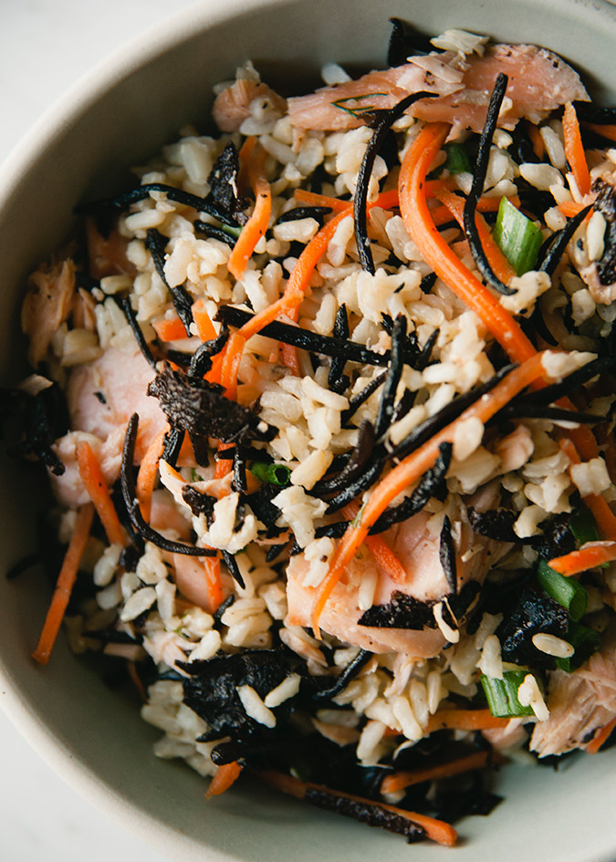 hijiki, brown rice, salmon, nori, shredded carrot, and green onion salad