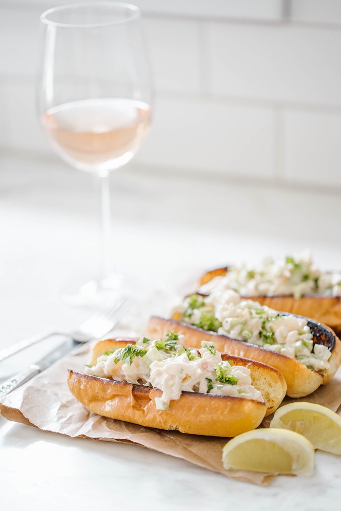 Spicy homemade lobster rolls recipe