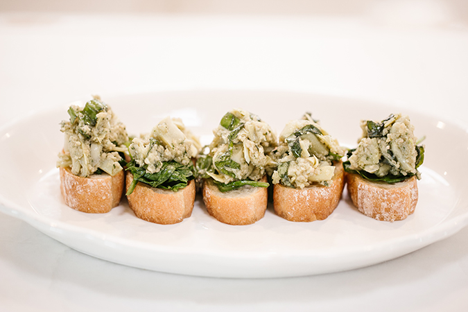 spinach and artichoke crostini