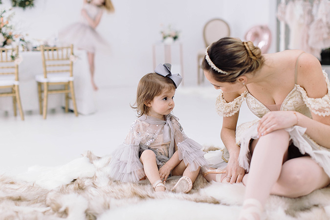 swan lake inspired birthday party via Born On Fifth
