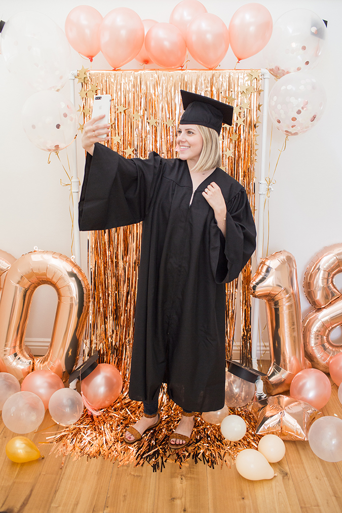 DIY graduation photo backdrop via laurenconrad.com