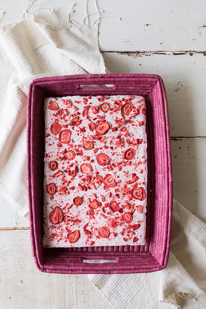 homemade s'mores with strawberry marshmallows via laurenconrad.com