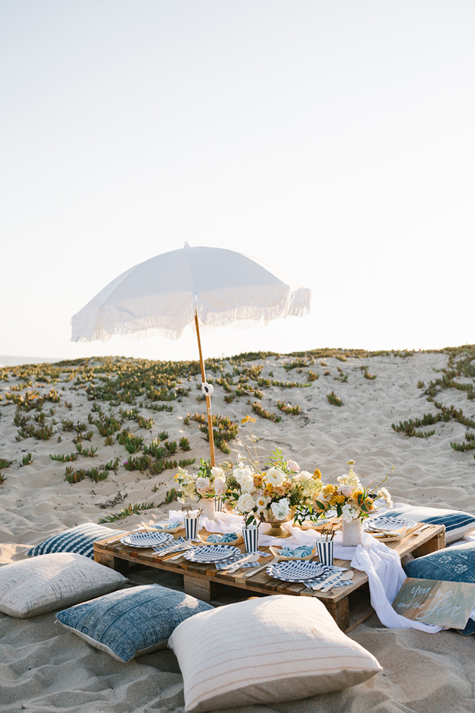 end of summer beach picnic via beijos events