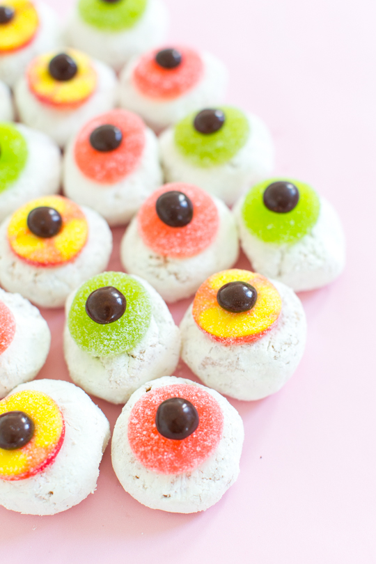 monster eyeball donuts via sugar and cloth