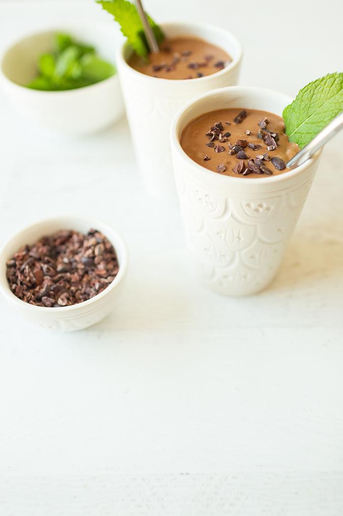 healthy chocolate peppermint smoothie via laurenconrad.com