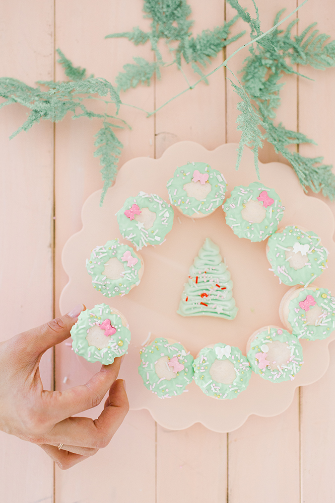 christmas wreath macarons via laurenconrad.com
