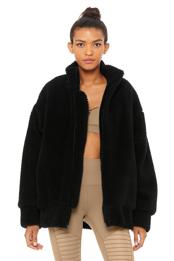 264d5eab0e98db If you're looking for the coziest jacket of all time, look no further. I  recently saw someone wearing this oversized sherpa coat by Alo Yoga and ...