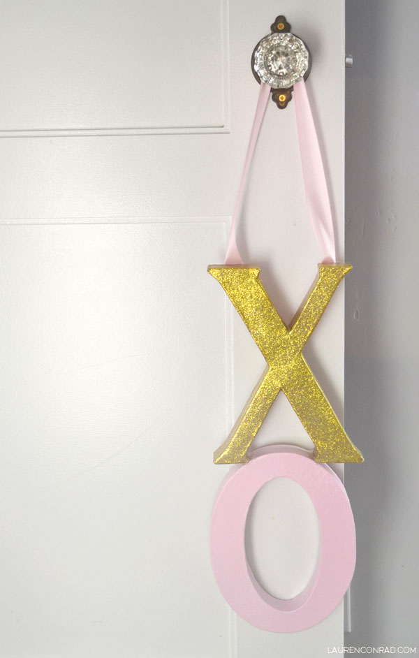 Cupid's Corner: DIY XO Door Hanger